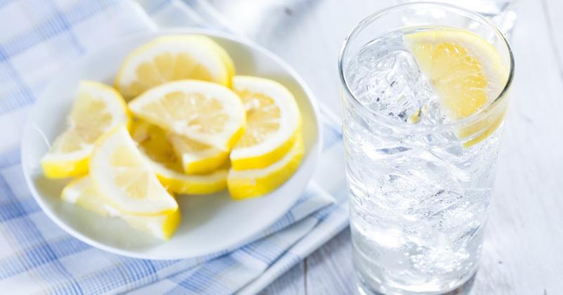 Afvallen met citroenwater - water in citroen
